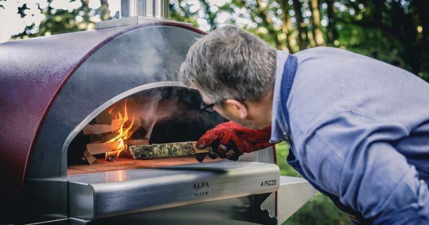Faut-il choisir un four à pizza à gaz ou à bois ?